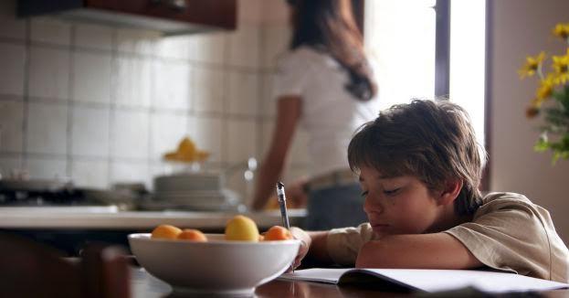 Ngược đời bà mẹ cổ vũ con không làm bài tập về nhà