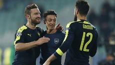 Ozil sáng rực, Arsenal thắng siêu kịch tính