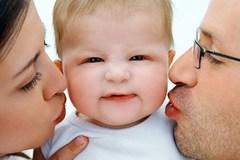Muốn khai sinh cho con, cha mẹ phải đăng ký kết hôn