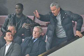 """MU """"bịt miệng"""" FA về án phạt của Mourinho"""