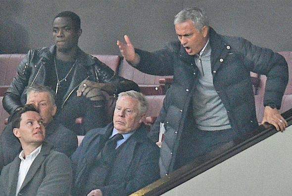 MU 'bịt miệng' FA về án phạt của Mourinho