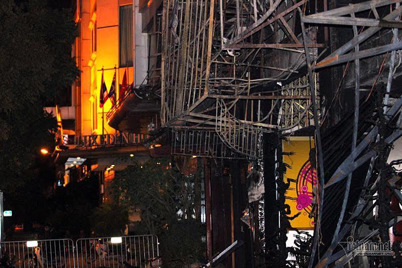 Kiến trúc sư vạch trần thiết kế 'tự sát' của các quán karaoke HN