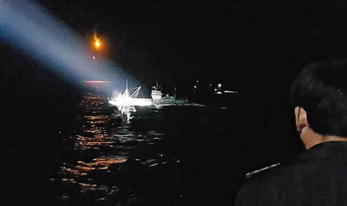 Tuần duyên Hàn Quốc đụng độ tàu cá Trung Quốc