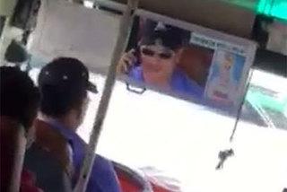 """""""Nấu cháo"""" điện thoại trên xe buýt, tài xế bị đình chỉ công tác"""