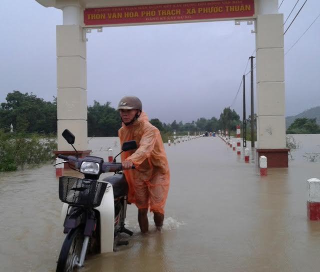 Lũ lớn tấn công Bình Định- Phú Yên, 7 người chết, mất tích