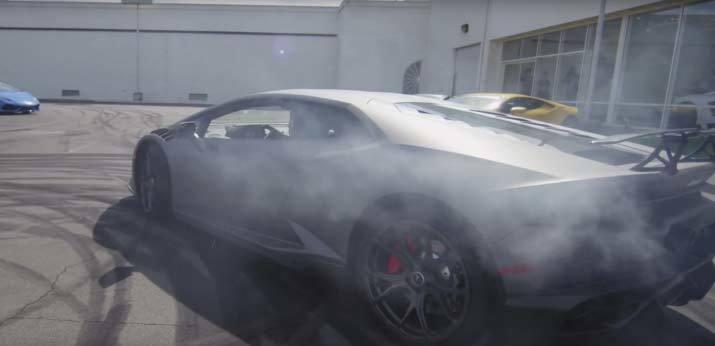 Mãn nhãn xem cặp đôi Lamborghini Huracan drift siêu đẳng