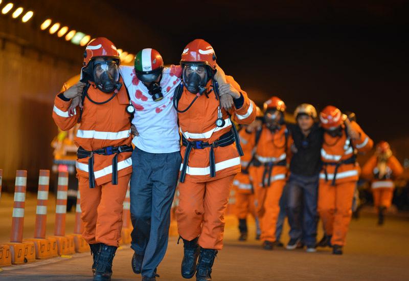 Đóng hầm vượt sông Sài Gòn để diễn tập phòng cháy, chữa cháy