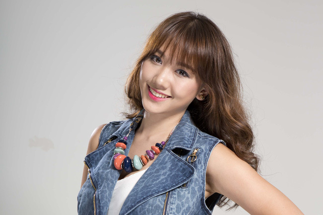 Hari Won biểu diễn tại lễ hội Việt - Hàn