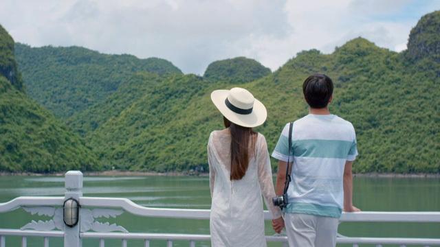 Vịnh Hạ Long đẹp lung linh trong tập đầu tiên của 'Tuổi thanh xuân' 2