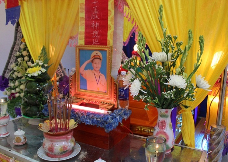 CSGT Đà Nẵng tiễn đưa cậu bé ung thư xấu số