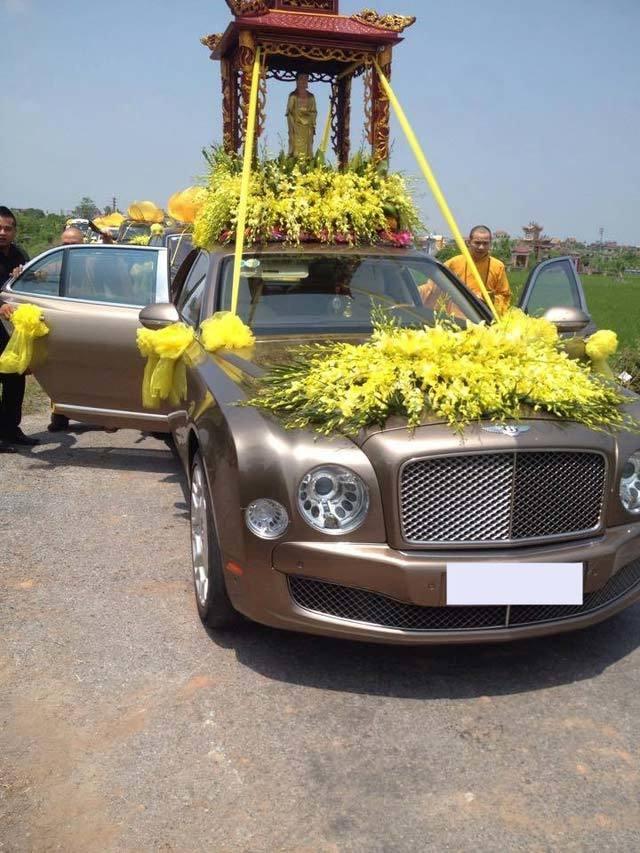 Đoàn xe siêu sang đưa tiễn đám tang tại Nam Định