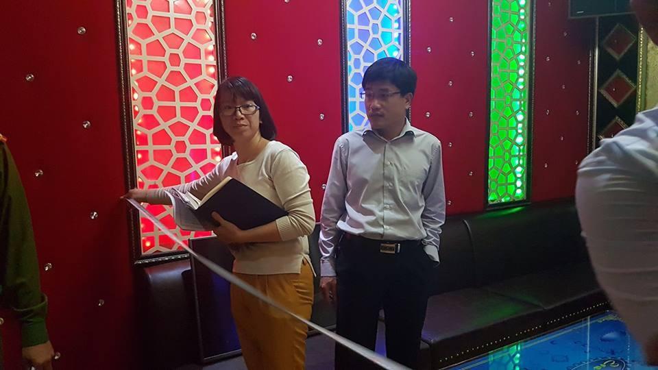Đích thân Chủ tịch phường cùng công an thị sát quán karaoke
