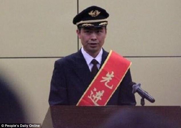 Pha xử lý ngoạn mục của phi công cứu 439 người thoát chết