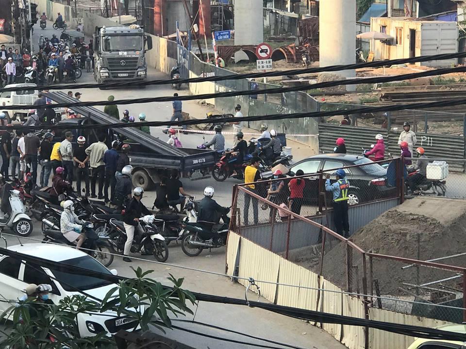 Hà Nội: Xe tải đâm chết người rồi bỏ chạy