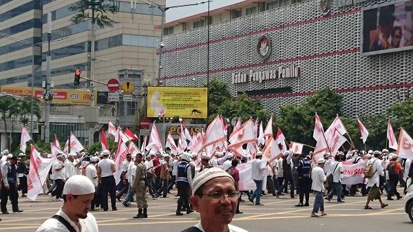 Biểu tình dữ dội, đòi thị trưởng Jakarta từ chức