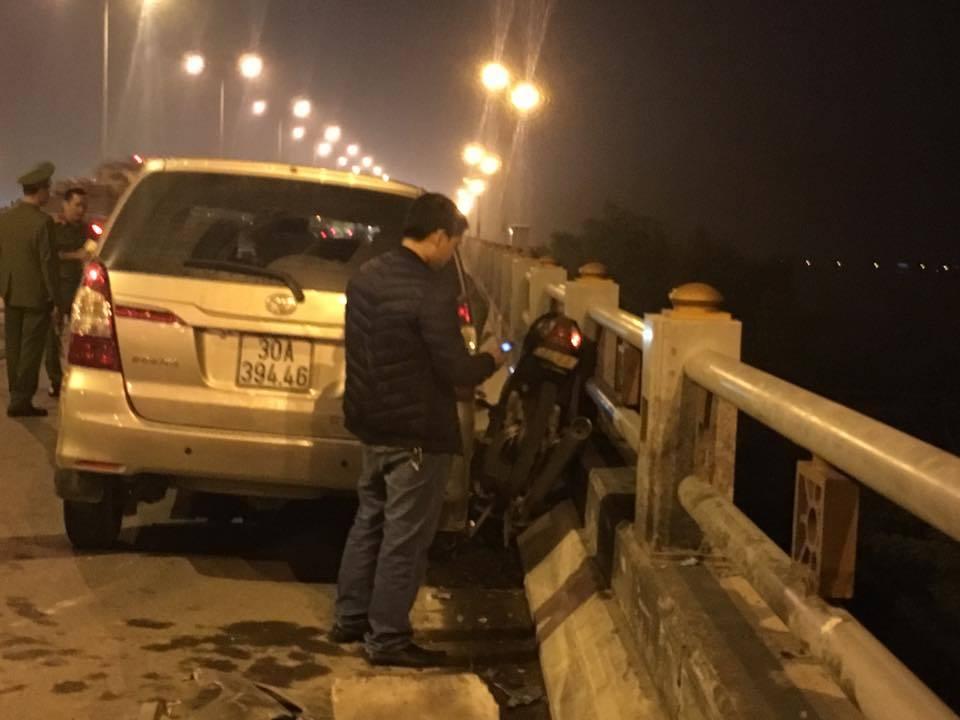 Hà Nội: Nam sinh viên bị ô tô đâm bay khỏi cầu Thanh Trì