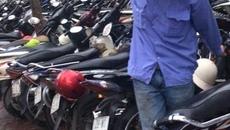 """Hà Nội: Gửi xe máy vào bệnh viện bị """"chém đẹp"""" 30.000 đồng/lần"""