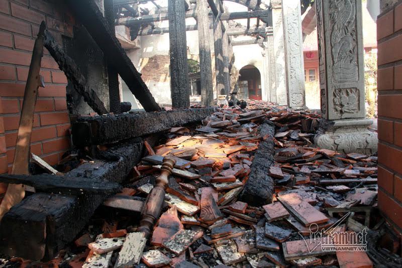 Gian điện thờ ngôi chùa cổ ở Tây Hồ bị thiêu rụi trong đêm