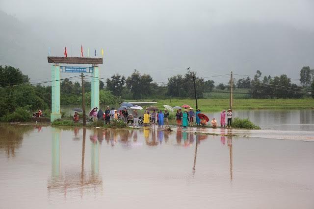 7 công an huyện bị nước lũ cuốn trôi
