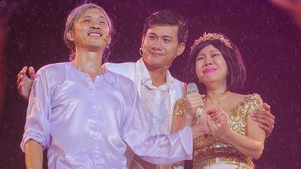 Việt Hương khóc vì hàng chục nghìn khán giả