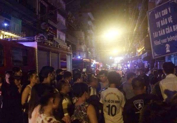 TPHCM: Cháy ở phố Tây, du khách bỏ chạy tán loạn