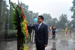 Chủ tịch HN Nguyễn Đức Chung dâng hoa tại tượng đài Lenin