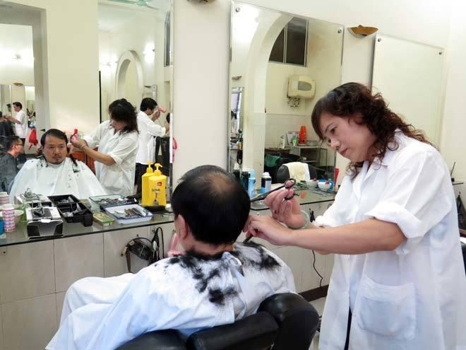 'Cắt tóc Mậu Dịch' giữa Thủ đô