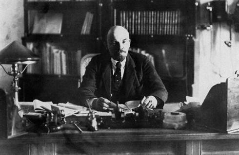 Lenin, Cách mạng tháng 10, Xô Viết, nước Nga