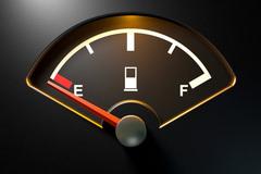 Ôtô đi được bao xa khi kim xăng báo hết?