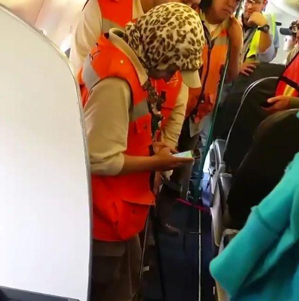 Hành khách hoảng loạn vì rắn độc trên máy bay