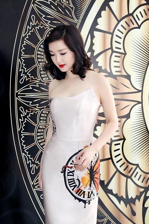 Hoa hậu Giáng My mở tiệc ở biệt thự 5 sao