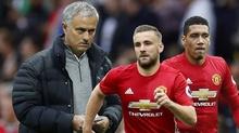 """Các trụ cột MU ủng hộ Mourinho """"trừng trị"""" Smalling, Shaw"""
