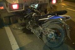 Xe máy găm đuôi xe hút bụi, 2 thanh niên chết thảm