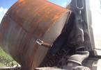 Cuộn sắt chục tấn đè bẹp cabin container, cầu Phú Mỹ tê liệt