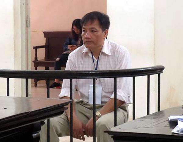24 tháng tù cho kẻ cướp tiền của cựu kiểm sát viên
