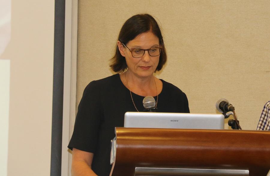 GS.TS Regina Freudenfeld tới từ ĐH Ngôn ngữ München (Cộng hòa Liên bang Đức) chia sẻ với các bạn trẻ về kỹ năng học tiếng Đức.