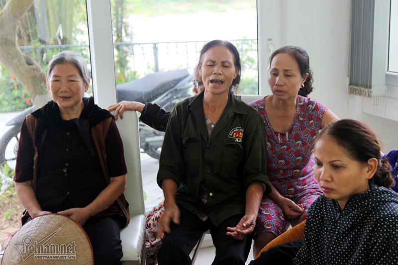 Hà Nội: Ngã bổ chửng vì nghĩa trang mọc sát nách