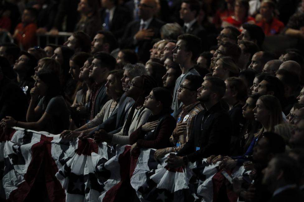 Không khí u buồn bao trùm phòng tiệc của Hillary
