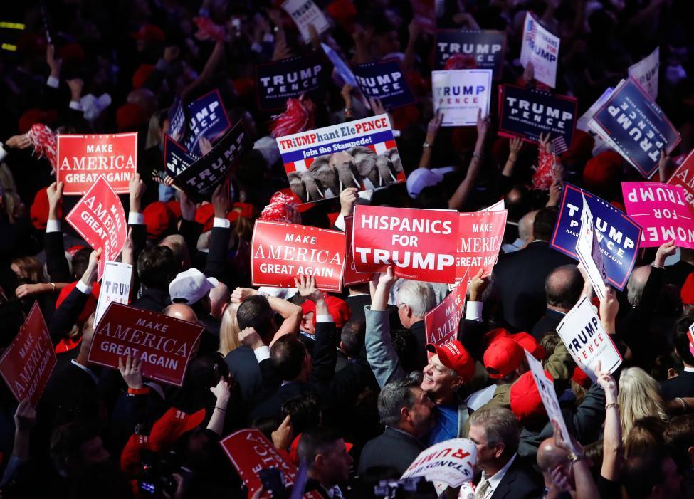 Người ủng hộ Trump ăn mừng chiến thắng