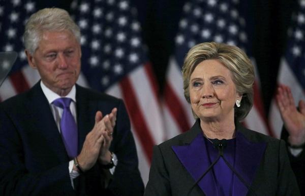 Hillary nhận thua, xin lỗi người ủng hộ