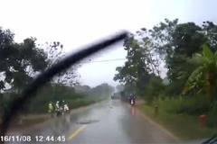 Pha đánh lái của xe tải khiến cả đường thất kinh