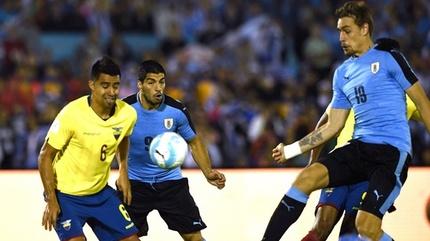 Uruguay thắng nghẹt thở, phả hơi nóng vào gáy Brazil