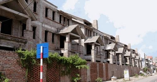 Cận cảnh biệt thự tiền tỷ bỏ hoang ở Hà Nội