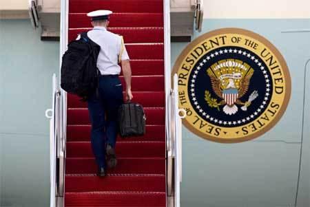 Trump sẽ được trao vali hạt nhân như thế nào?