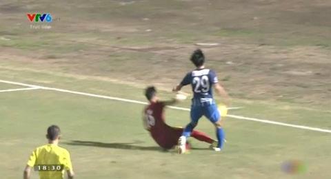 Pha vào bóng rợn người của Quế Ngọc Hải với cầu thủ Nhật Bản