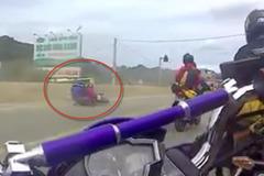 Phượt thủ Hà Nội chở bạn gái phóng xe sai làn ôm cái kết đắng