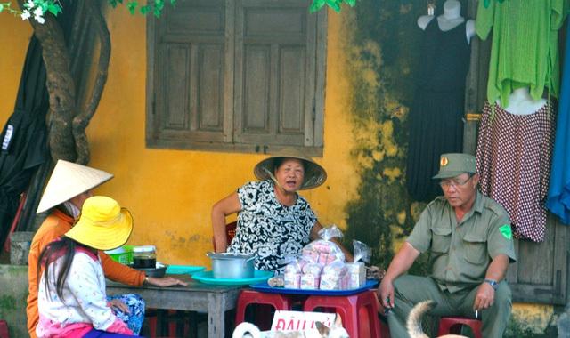 Đủ món ăn vặt ngon quên sầu ở phố cổ Hội An