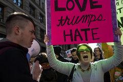 Trump ứng phó thế nào trước sức ép biểu tình?