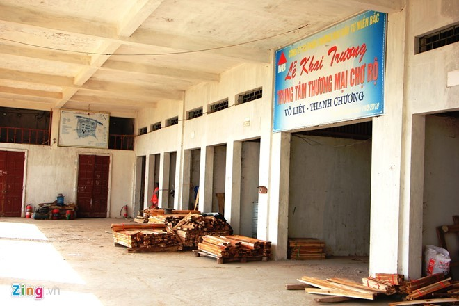 Trung tâm thương mại 14 tỷ hoang phế ở huyện nghèo
