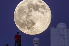 Ngắm vẻ đẹp mê mẩn của siêu Mặt Trăng
